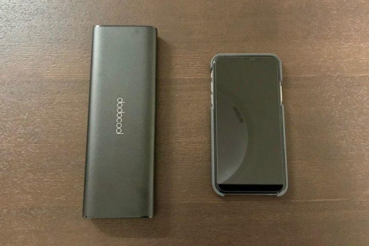 dodocoolモバイルバッテリーとiPhoneXの大きさ比較1