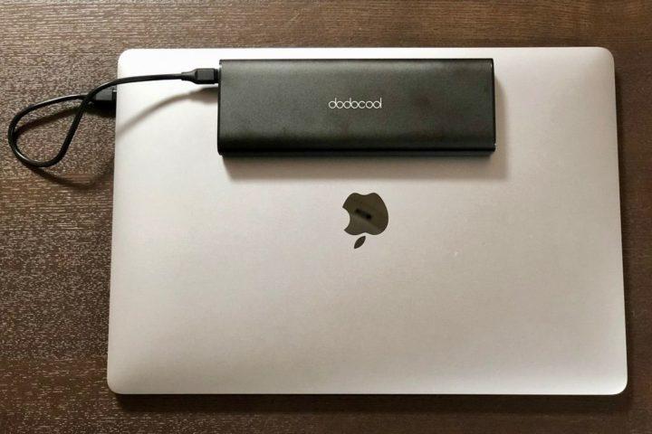 15インチMacBook Proとdodocoolモバイルバッテリー
