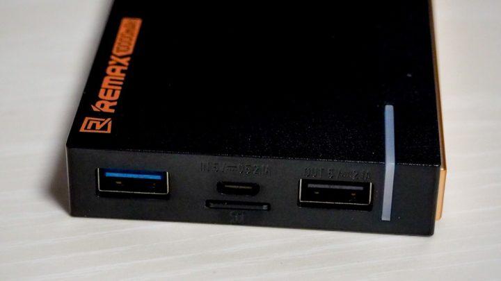 バネ式のSDカードスロット