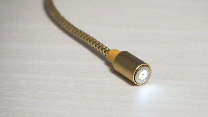 コネクタを外すとLEDランプが点灯