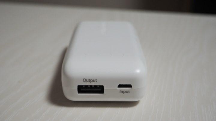 給電用USB-Aポート(出力)と充電用MicroUSBポート