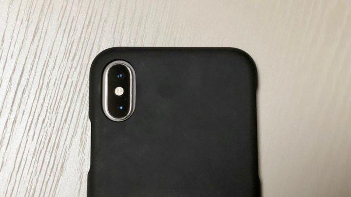 iPhon XSにiPhone X用ケースを装着