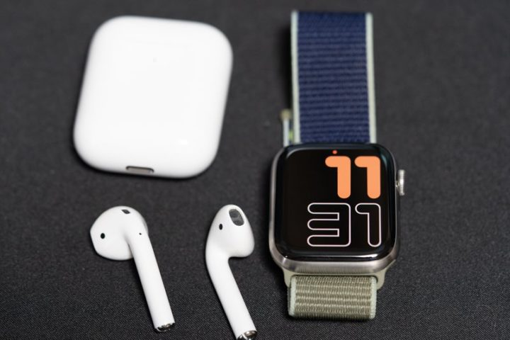 Apple WatchとAirPods(第2世代)