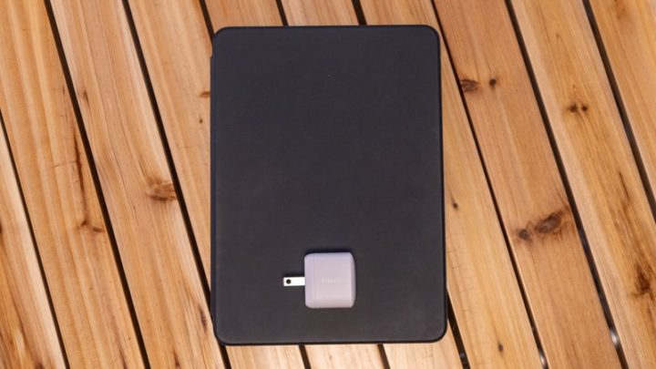 iPad Pro 11とPowerPort Atom PD 1の大きさ比較