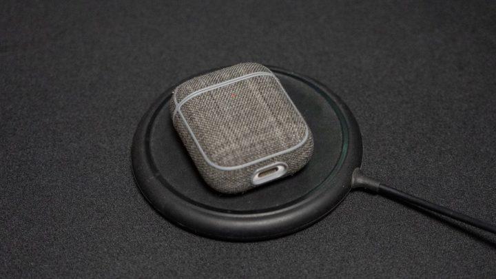 例えばAirPodsはパッド型ワイヤレス充電器でないとうまく充電できない