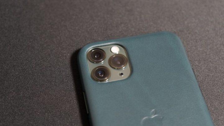 iPhoneケースを装着しても、カメラレンズはむき出し