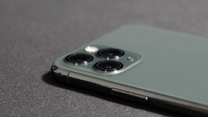 iPhone 11 Proの出っ張ったカメラレンズ