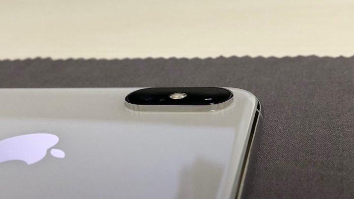 iPhone XSの出っ張ったカメラレンズ