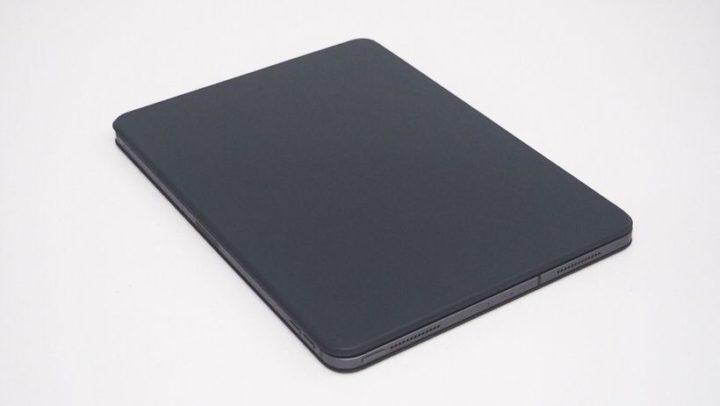Smart Keyboard Folioはフラップが折れ曲がらず開けにくく感じる
