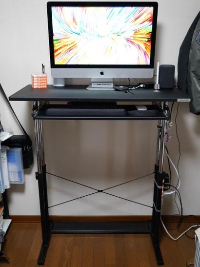 iMacを乗せたスタンディングデスク