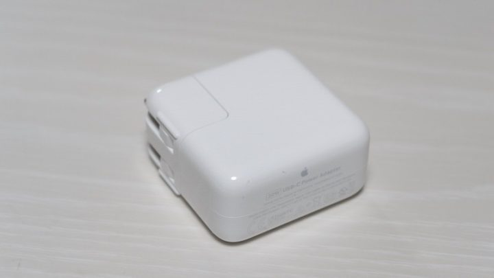 MacBook付属のアダプタと同等の性能(画像はMacBook Air付属30Wアダプタ)