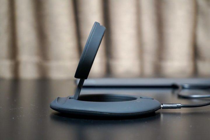 Artfitのワイヤレス充電は角度調節が可能2