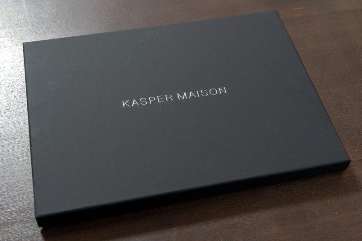 Kasper Maisonのスリーブケースの化粧箱