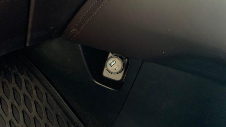 PowerDrive Speed+ 2を車載のシガーソケットにセット