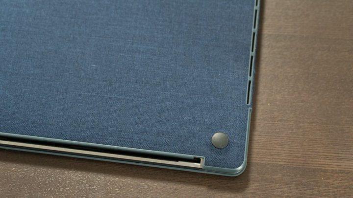 廃熱口に干渉しない設計(MacBook Pro 15)廃熱口に干渉しない設計(MacBook Pro 15)