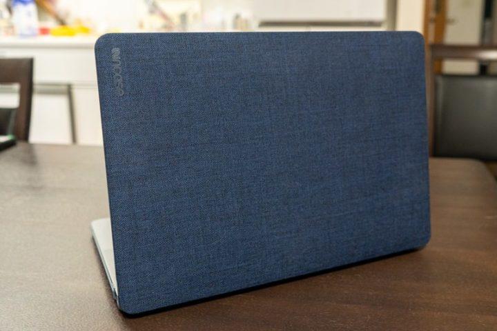 Incase「Textured Hardshell Case in Woolene」