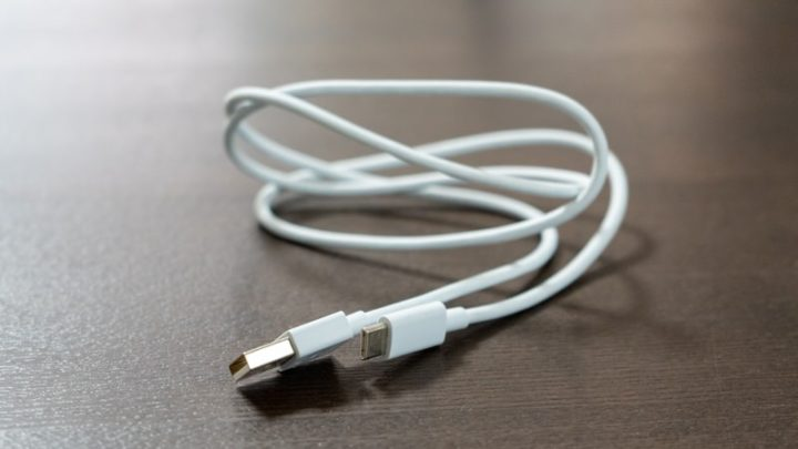 付属のUSB-Cケーブルは「eMarker」が内蔵されていなかった」