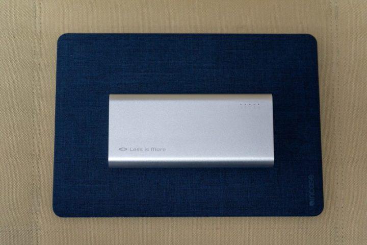 MacBook Air 13とMighty 100の大きさ比較