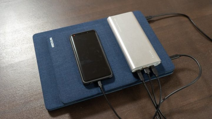 MacBook Pro 15、MacBook Air 13、Galaxy S9を同時に充電