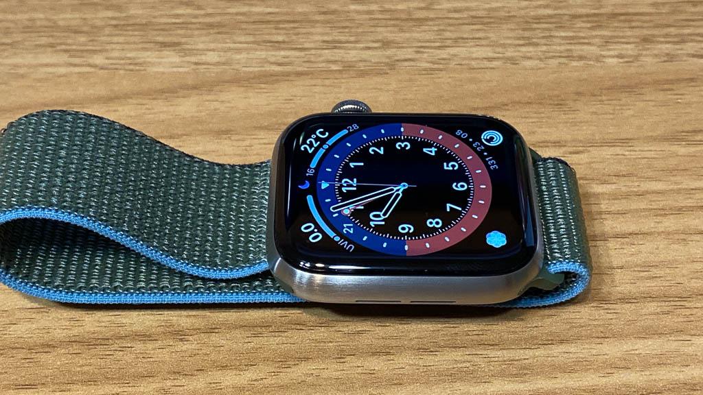 Apple Watch Series 6に保護フィルムを貼り付け6