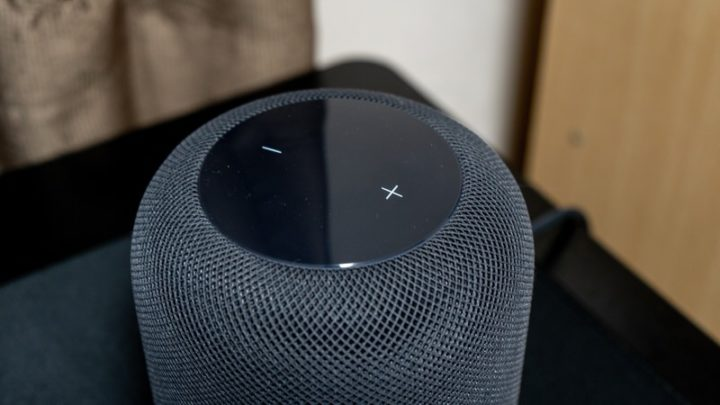 音楽コントロールはSiriによる音声操作のほか、HomePod本体でも行える
