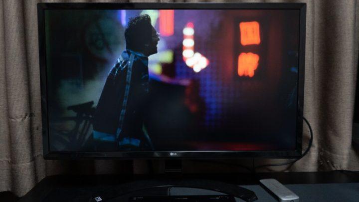 Netflixではディスプレイではフルスクリーン表示、iPad Pro上では異なる画面が表示される