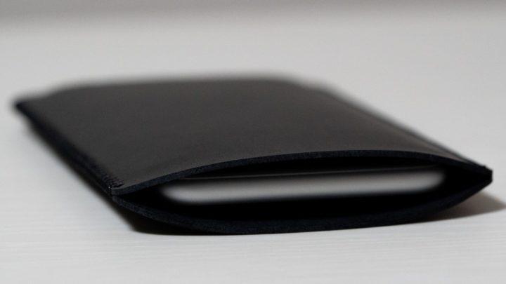 iPhone SE 【V.M】裸族の人に!スリーブケース
