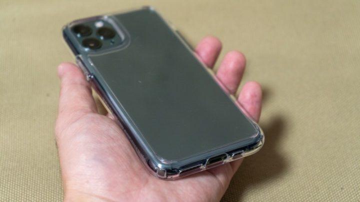 Spigen ウルトラ・ハイブリッド iPhone 11 Proに装着