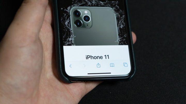 Nimaso ガラスフィルム Apple純正ケースを装着。干渉せず使用できる