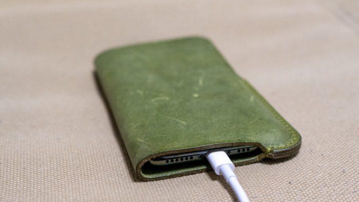 SYRINX「HASAMU」iPhoneケース Lightningコネクタ・スピーカーホールとも干渉しない