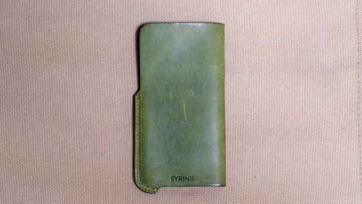 【レビュー】SYRINX「HASAMU」 厚手の高級レザーに魅了されるiPhoneスリーブケース