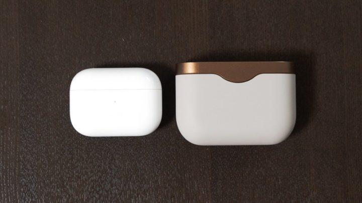 AirPods ProとWF-1000XM3の充電ケース