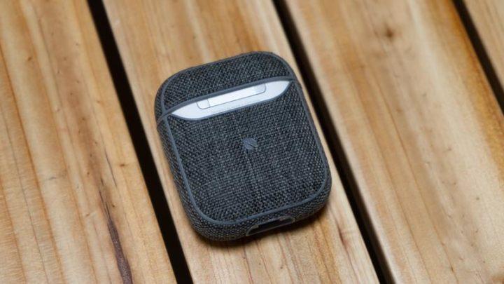Incase AirPods保護ケースの背面側