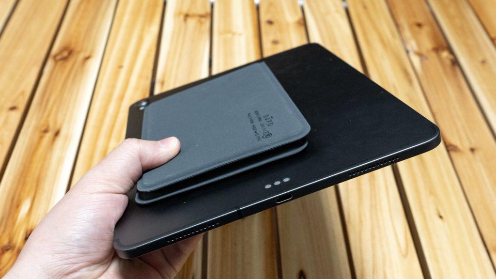 iClever BK06 11インチiPad Proと重ねてみる