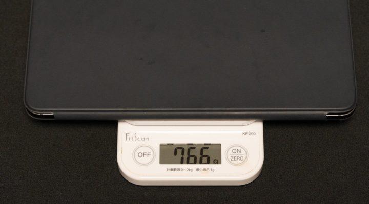 iPad ProとSmart Keyboard Folio さすがにこの重量になってくると片手持ちはつらい