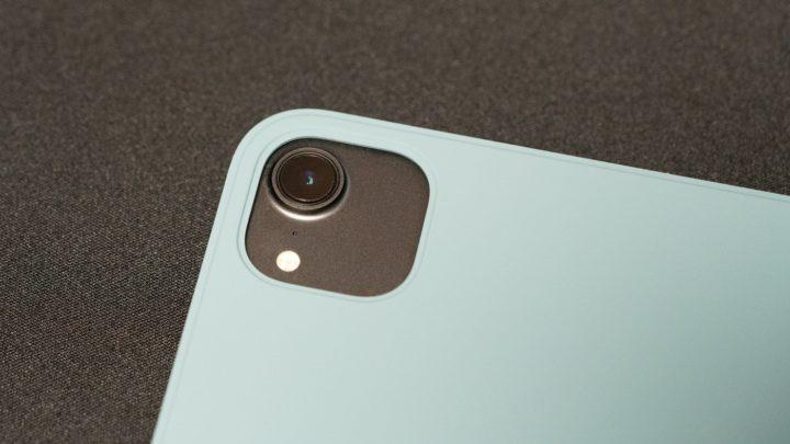 11インチiPad Pro(第2世代)に適用するよう、カメラホールが大きくなっている(画像は第1世代)