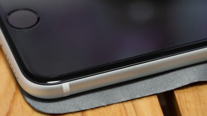 ミヤビックス iPhone SEフィルム 薄く装着感がなく、浮きも発生していない