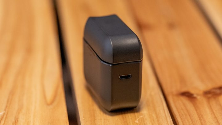 JPRiDE TWS-520 充電用MicroUSBポート