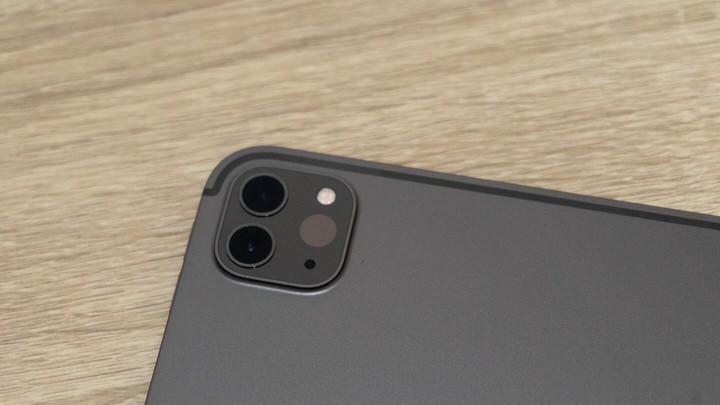 iPad Proは広角・超広角のデュアルカメラ構成