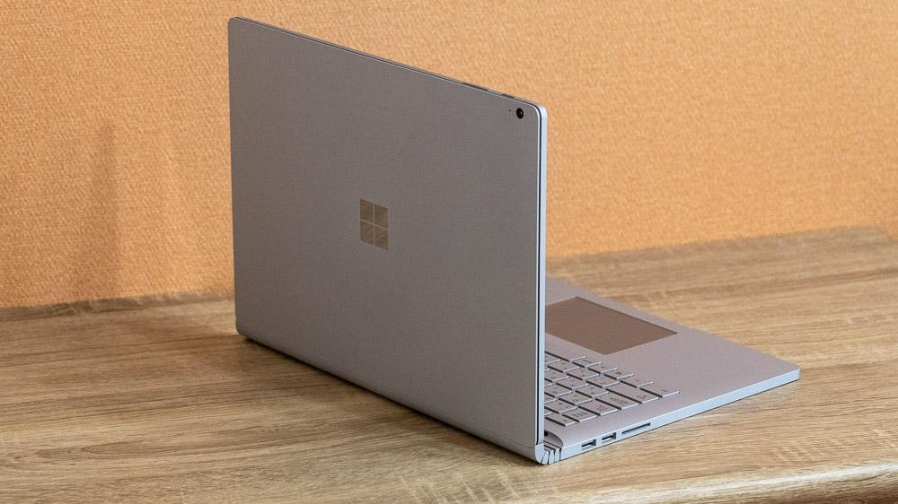 Surface Book 3 エッジの効いたデザインがおしゃれ
