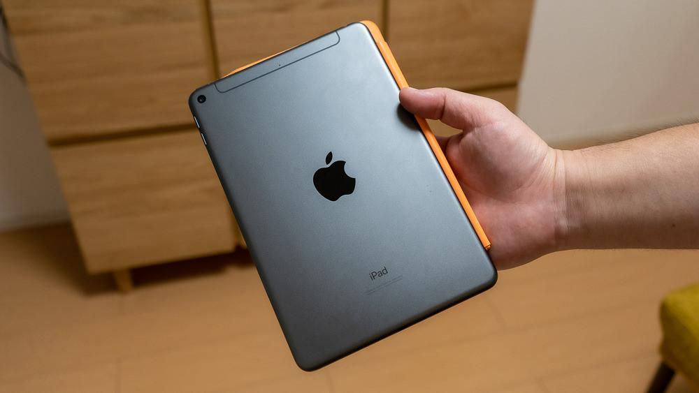 iPad miniは楽ラク片手持ちできる