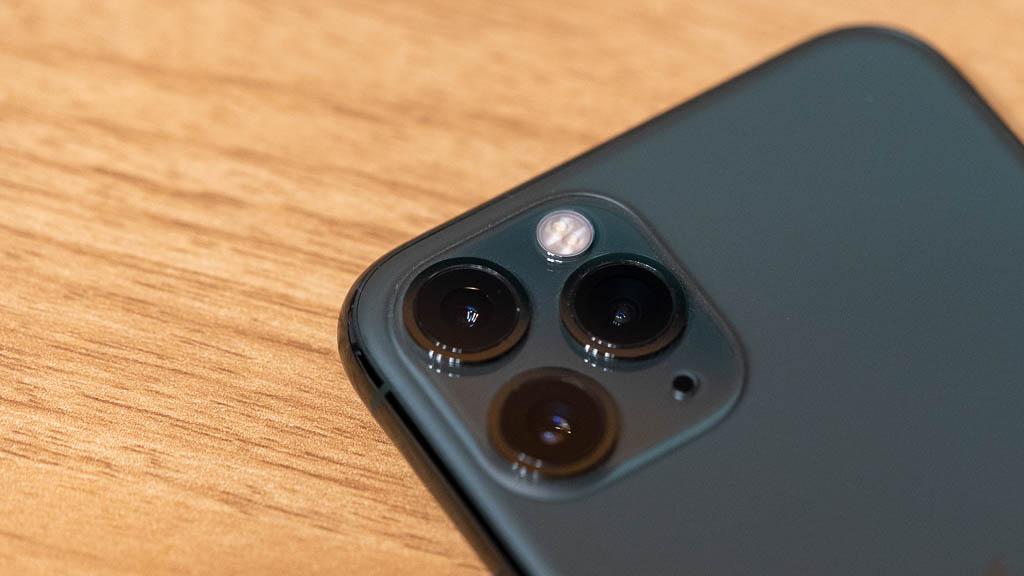 広角+超広角+望遠のトリプルカメラ構成(iPhone 11 Pro)