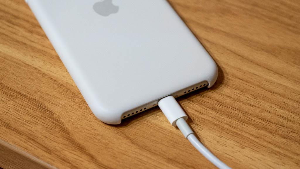 iPhone SE(第2世代)はバッテリー持ちが弱点