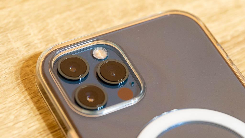 MagSafe対応クリアケース カメラホール