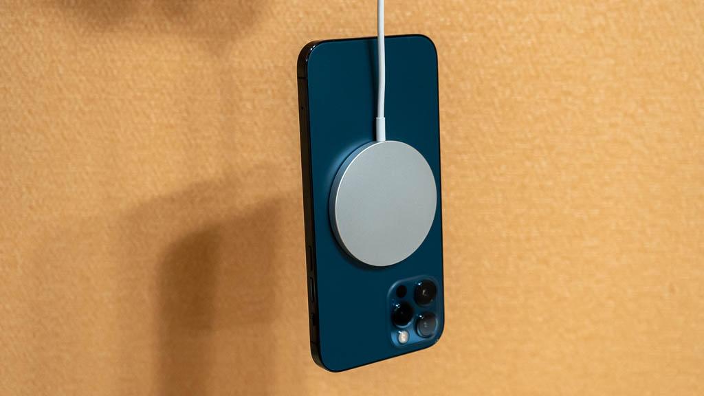 iPhone 12 ProのMagSafe