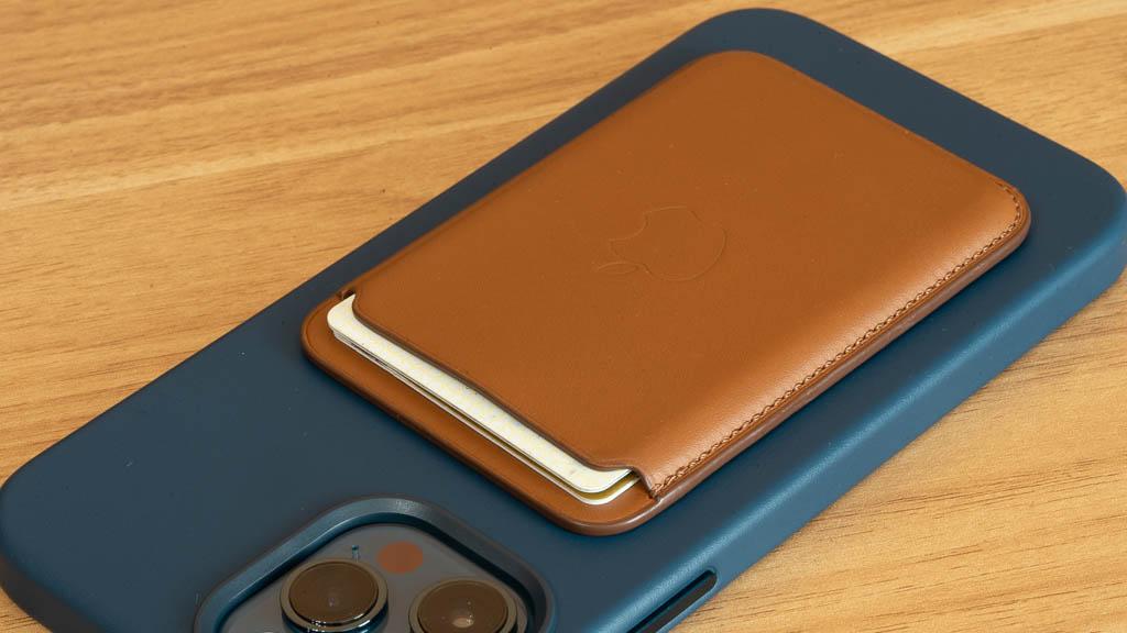 MagSafe対応レザーウォレットのカード収納