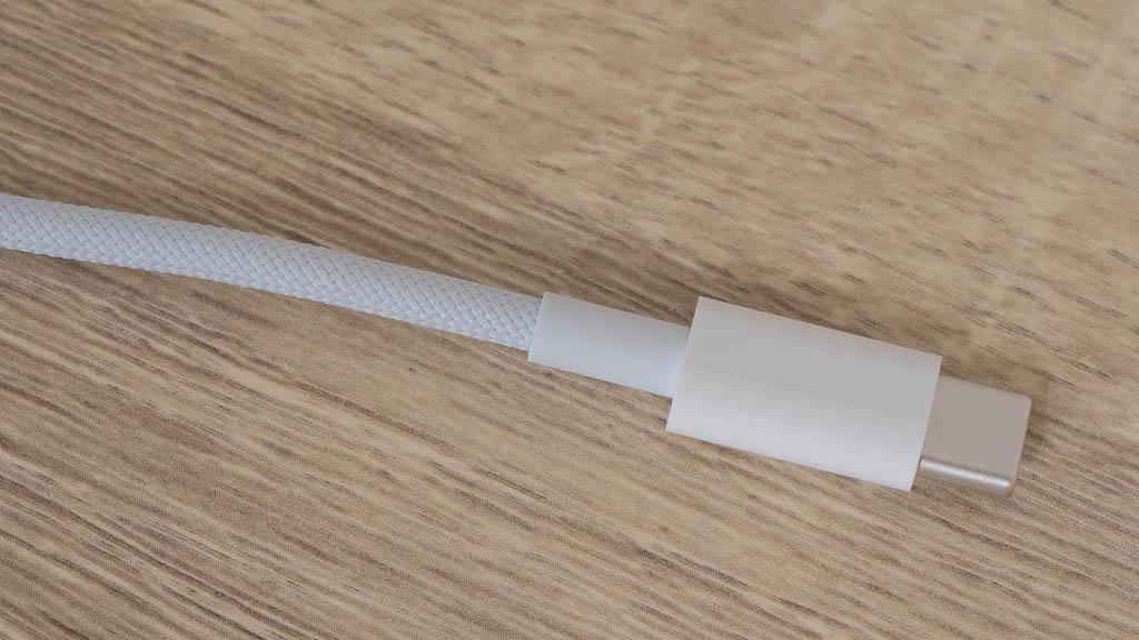 HomePod miniの編み込まれたケーブル