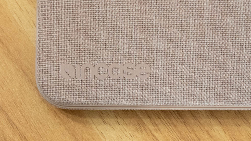Incase MacBookシェルカバー ロゴ