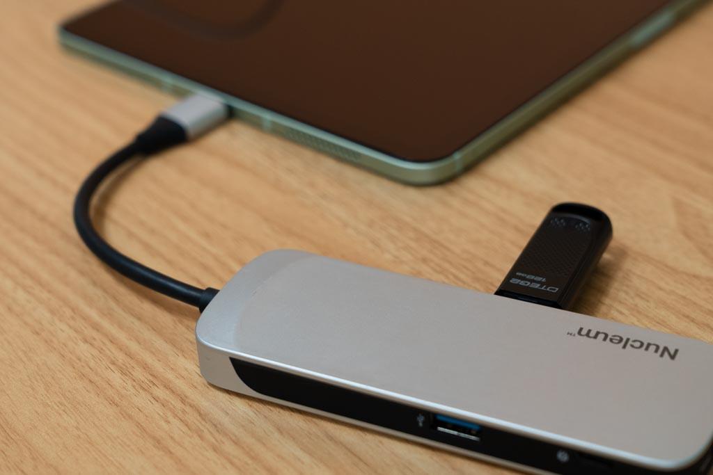 KingstonのUSB-CハブをiPadに接続