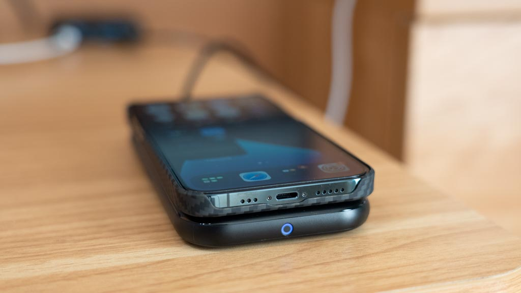 Anker PowerWave BasePad iPhone 12 Proとほぼ同じサイズ